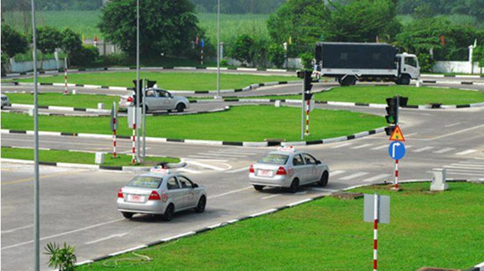 dạy lái xe ô tô tại Hà Nội
